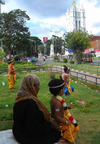 അഷ്ടമിരോഹിണിയുടെ ഭാഗമായി തിരുവനന്തപുരം നഗരത്തില് നടന്ന ഘോഷയാത്ര പാളയം പള്ളിയ്ക്ക് മുമ്പിലെത്തിയപ്പോള്