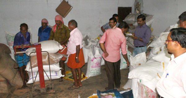 കരിഞ്ചന്തയില് നിന്ന് 500 ചാക്ക് റേഷന് ഭക്ഷ്യധാന്യങ്ങള് പിടിച്ചെടുത്തു